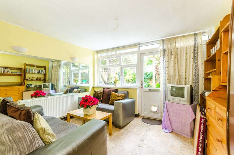 5 Bedrooms Terraced House for sale in Pond Road, West Ham, E15