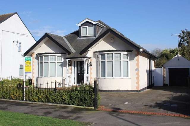 3 Bedrooms Detached Bungalow for sale in 31 Clifford Avenue, Hull HU8 0LU. 3 bed detached bungalow off James Reckitt Ave.