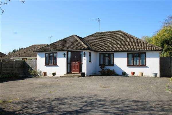 3 Bedrooms Bungalow for sale in Liphook Road, Lindford, Lindford