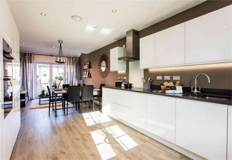 4 Bedrooms Detached House for sale in Winchester Road, Fair Oak, Hampshire