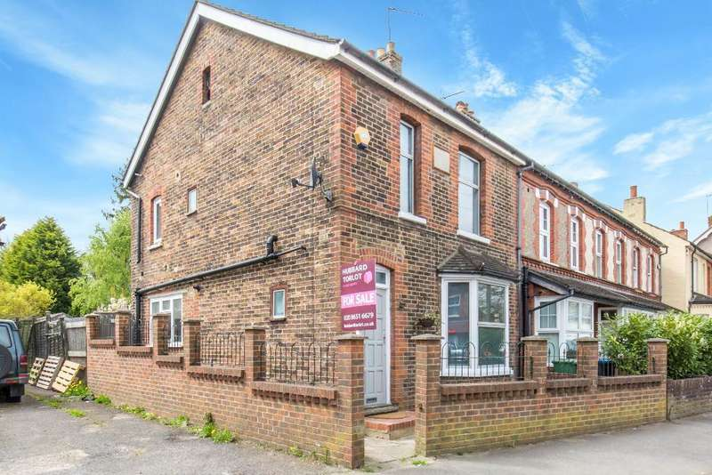 3 Bedrooms End Of Terrace House for sale in Limpsfield Road, Warlingham, Surrey, CR6 9LG