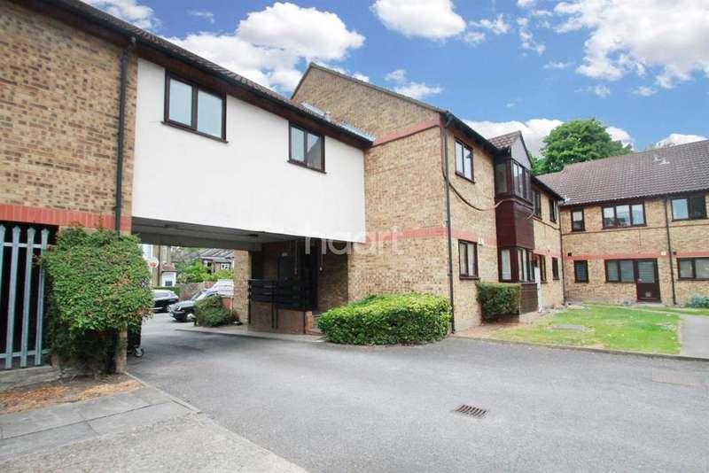 2 Bedrooms Flat for sale in Halstead Court