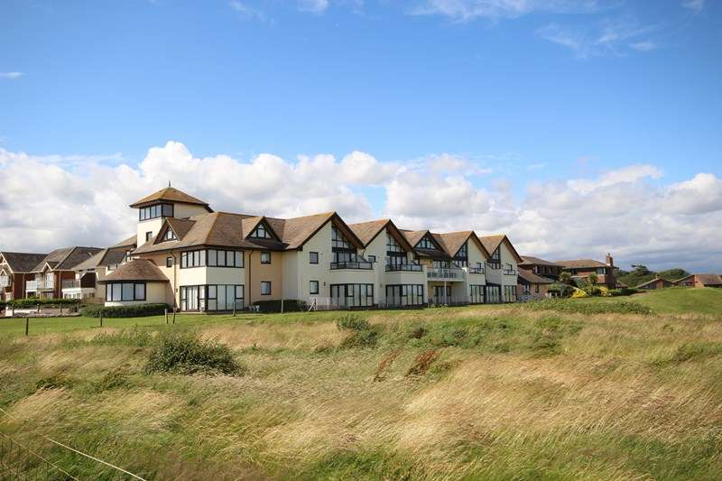 2 Bedrooms Flat for sale in Marine Drive East, Barton On Sea, New Milton