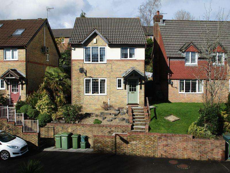 3 Bedrooms Detached House for sale in 6 Heol Isaf Hendy, Miskin, CF72 8QS
