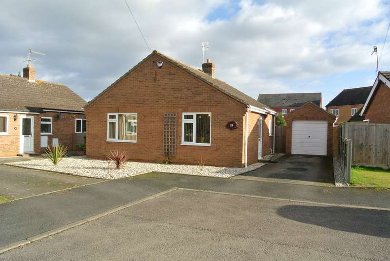 2 Bedrooms Detached Bungalow for sale in Binyon Close, Badsey