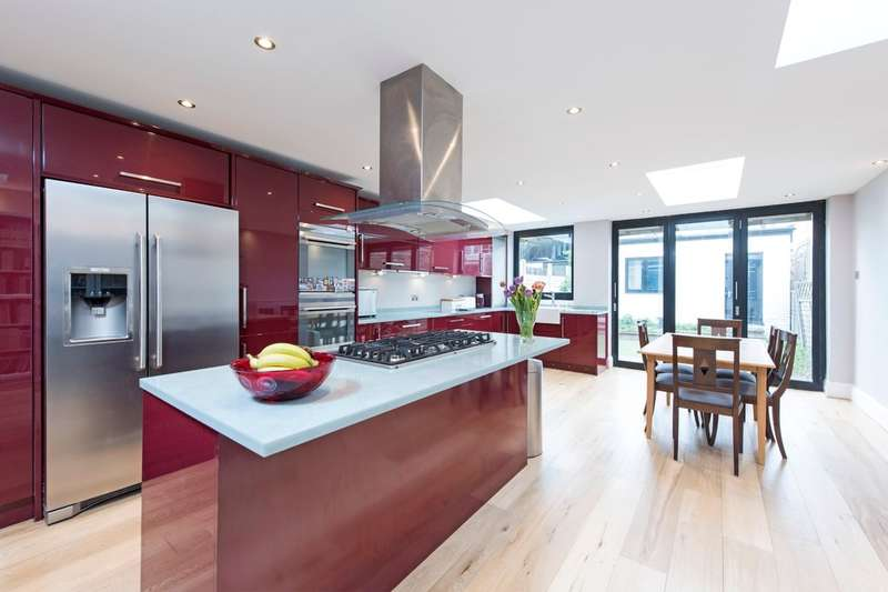 4 Bedrooms Terraced House for sale in Stormont Road, Battersea, London