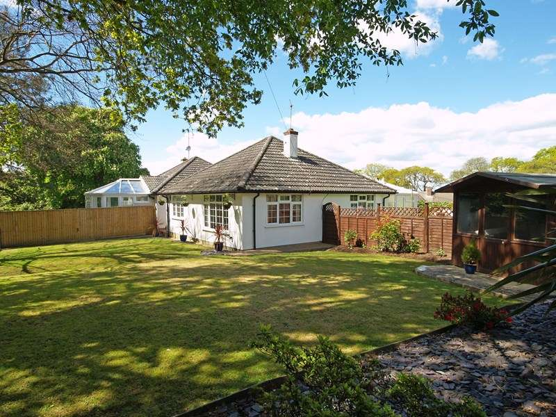 2 Bedrooms Semi Detached Bungalow for sale in Lymington Road, Highcliffe, Christchurch