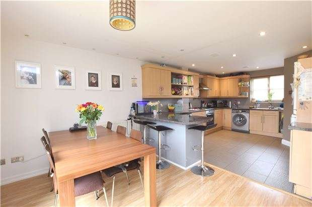 4 Bedrooms Semi Detached House for sale in Snowshill Drive, WITNEY, Oxfordshire, OX28