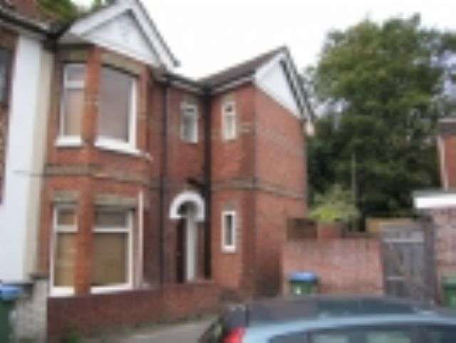 5 Bedrooms Terraced House for rent in Thackery Road - Portswood - Southampton