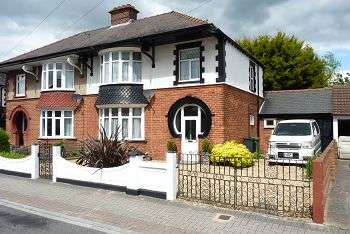 3 Bedrooms House for sale in 103 Hawthorn Crescent, Cosham, Portsmouth, PO6 2TJ