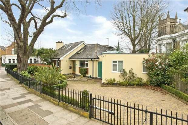 5 Bedrooms Detached Bungalow for sale in Cambridge Park, East Twickenham, St Margarets