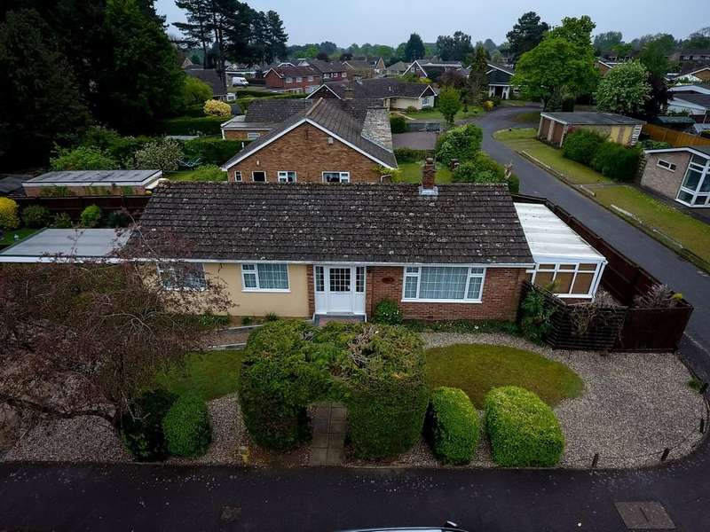 3 Bedrooms Detached Bungalow for sale in Mackenzie Road, Thetford