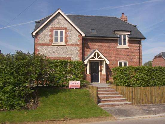 4 Bedrooms Detached House for sale in The Shire, Westbourne, Emsworth