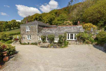 4 Bedrooms Detached House for sale in St. Blazey, Par, Cornwall