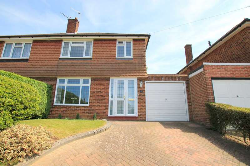 3 Bedrooms Semi Detached House for sale in Mead Way, Bushey
