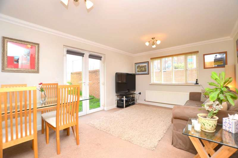 2 Bedrooms Apartment Flat for sale in Farriers Way, Chesham HP5