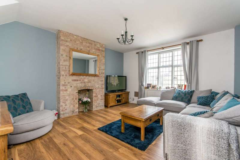 2 Bedrooms Flat for sale in Hammersmith Road, Hammersmith, W14