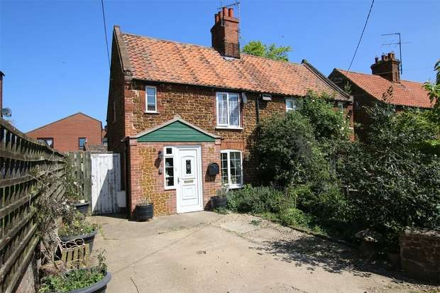 3 Bedrooms Semi Detached House for sale in 12 New Row, Heacham