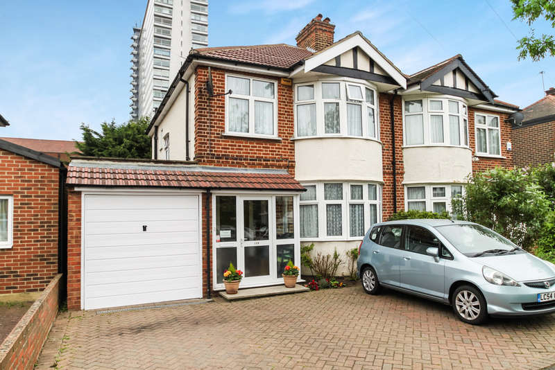 3 Bedrooms Semi Detached House for sale in Hamilton Avenue, Surbiton
