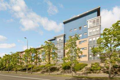 2 Bedrooms Flat for sale in Knightswood Road, Western Gate, Glasgow