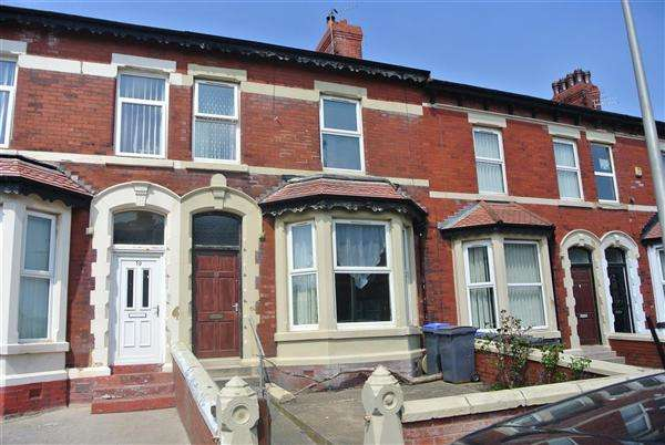 4 Bedrooms Terraced House for sale in Clevedon Road, Blackpool