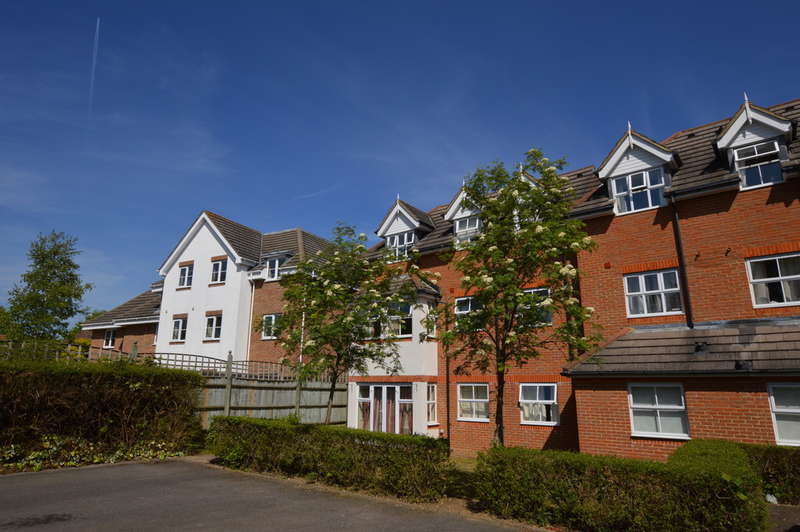 2 Bedrooms Apartment Flat for sale in Goldsworth Road, Woking