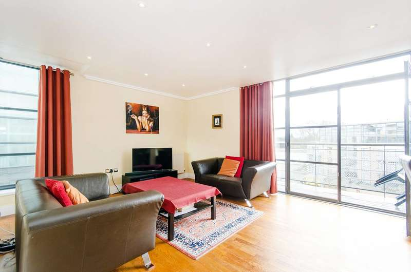 2 Bedrooms Flat for sale in Town Meadow, Brentford, TW8