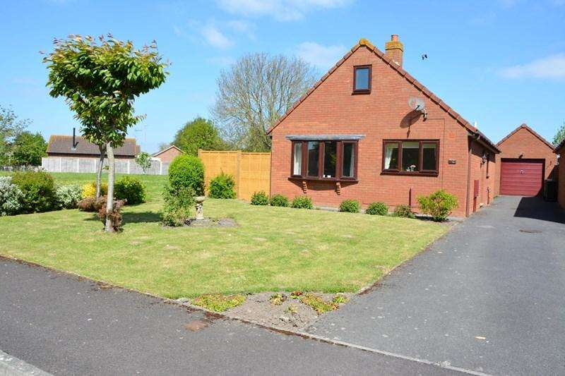 2 Bedrooms Detached Bungalow for sale in Conway Crescent, Burnham-On-Sea