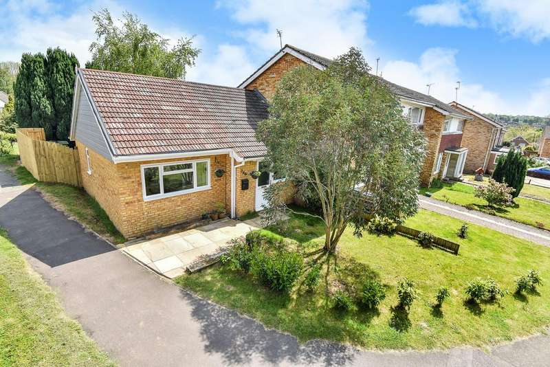 2 Bedrooms Terraced Bungalow for sale in Merton Road, Bearsted