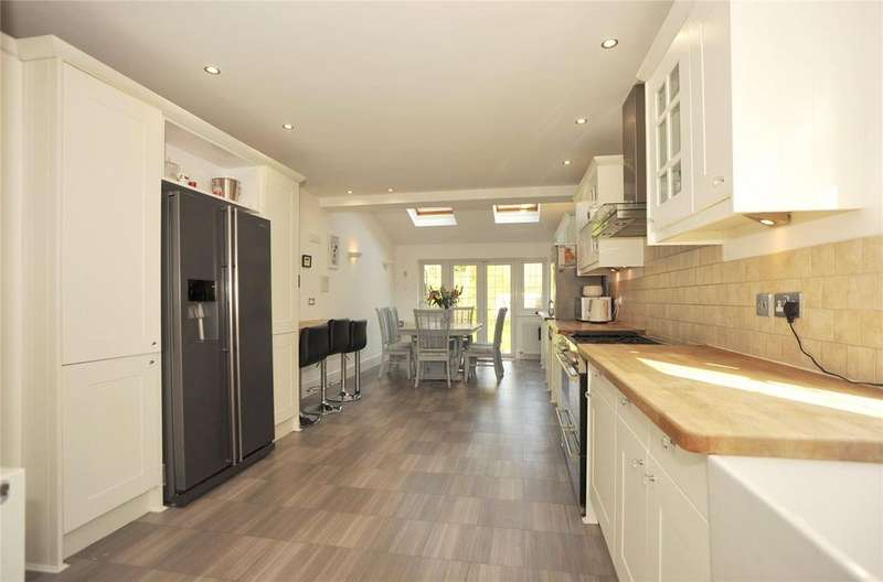 3 Bedrooms Semi Detached House for sale in Hatch Road, Pilgrims Hatch, Brentwood, Essex, CM15