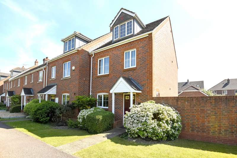 3 Bedrooms End Of Terrace House for sale in Clay Lane, Fishbourne, PO18