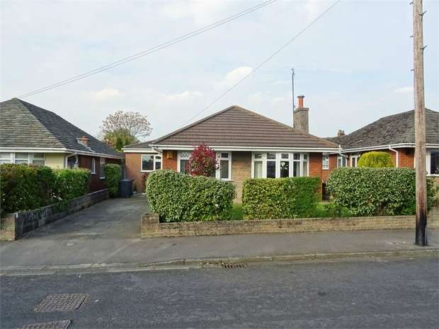 3 Bedrooms Detached Bungalow for sale in Ranleigh Drive, Newburgh, Wigan, Lancashire