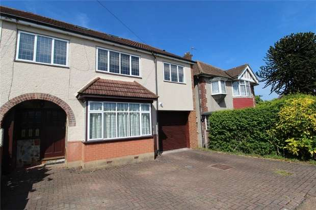 1 Bedroom Flat for sale in Station Crescent, Ashford, Surrey