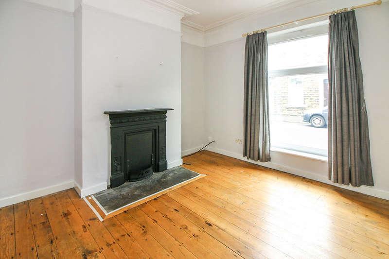 2 Bedrooms Property for sale in Sandringham Road, Darwen, BB3