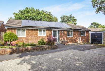 3 Bedrooms Bungalow for sale in Christchurch, Dorset