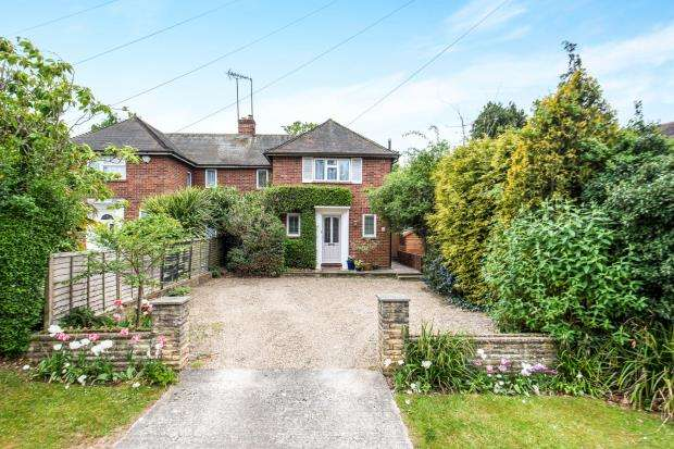 3 Bedrooms Semi Detached House for sale in Windlesham, Surrey
