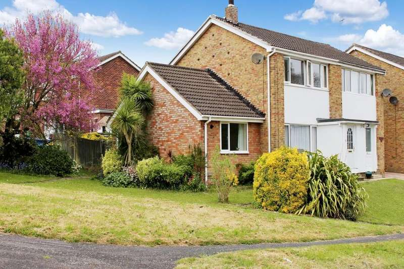 3 Bedrooms Semi Detached House for sale in Furzedale Park, Hythe