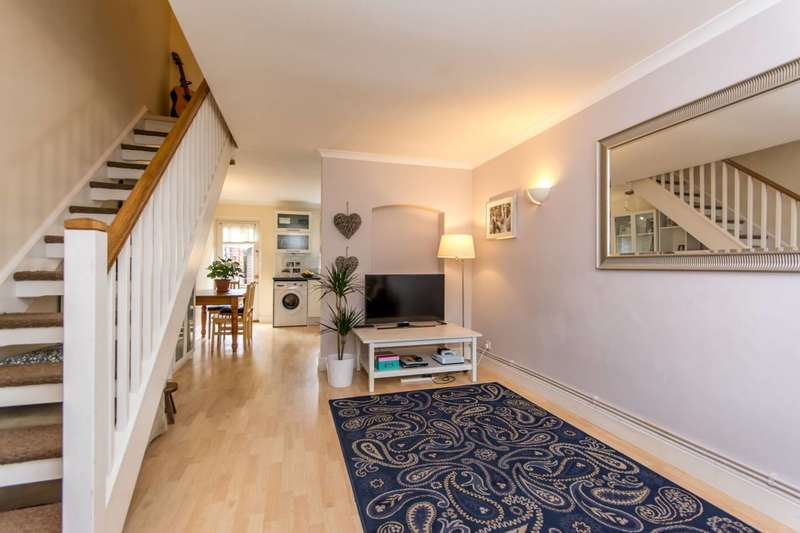 2 Bedrooms Terraced House for sale in Langton Road, Cricklewood, NW2