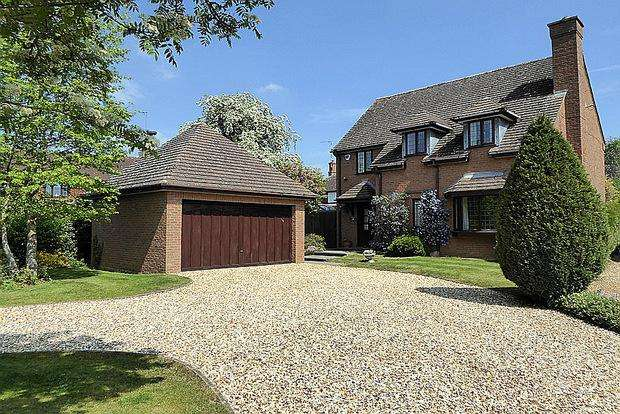 4 Bedrooms Detached House for sale in Foxford Close, West Hunsbury, Northampton, NN4