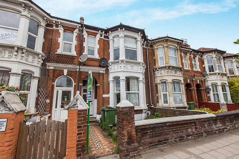 1 Bedroom Flat for sale in Victoria Road North, Southsea, PO5