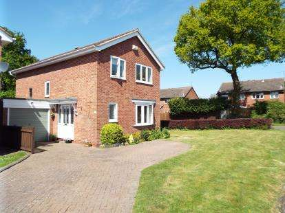 4 Bedrooms Detached House for sale in Illshaw Close, Redditch, Worcestershire
