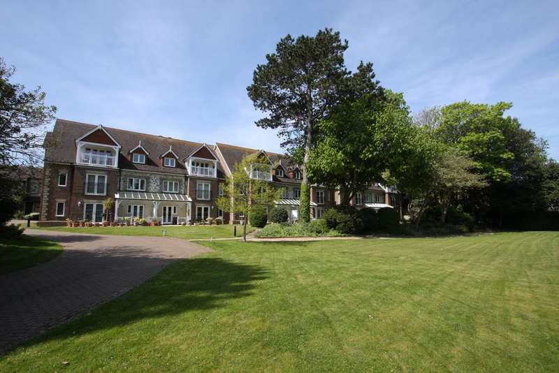 3 Bedrooms Apartment Flat for sale in Wellsmead Place, Meads Road, Eastbourne BN20