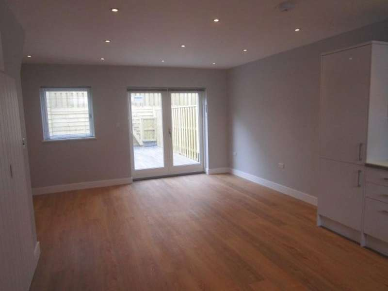 2 Bedrooms End Of Terrace House for rent in Cotham, Sydenham Road, BS6 5SJ