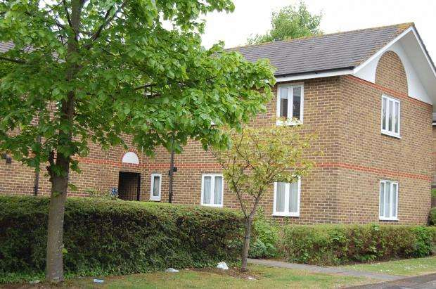 2 Bedrooms Flat for sale in Armada Way, Chatham, ME4