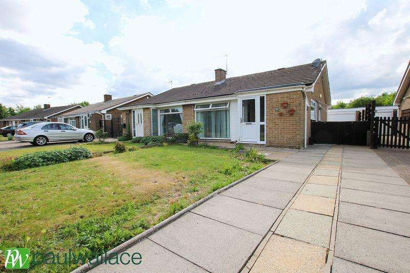 2 Bedrooms Semi Detached Bungalow for sale in Dysons Close, Cheshunt