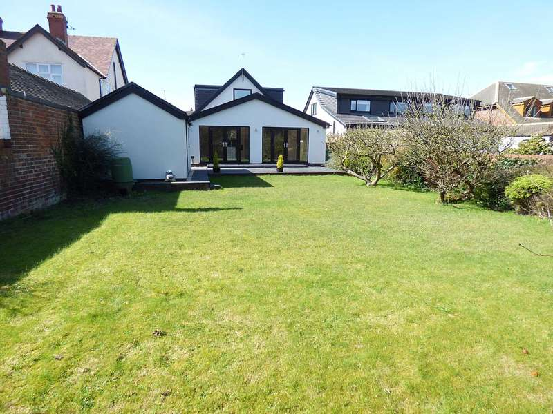 4 Bedrooms Detached House for sale in Windsor Road, St. Annes.