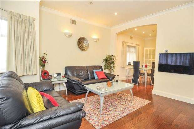 2 Bedrooms Semi Detached Bungalow for sale in Wood Lane, KINGSBURY, NW9 7LX