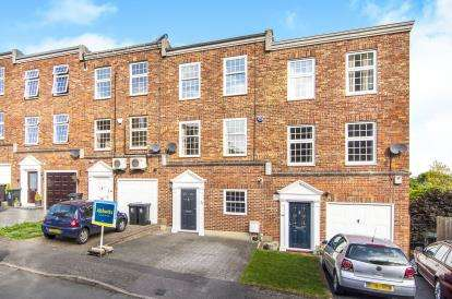 4 Bedrooms Terraced House for sale in Epping, Essex