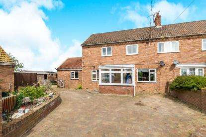 3 Bedrooms Semi Detached House for sale in Rumburgh, Halesworth, Suffolk