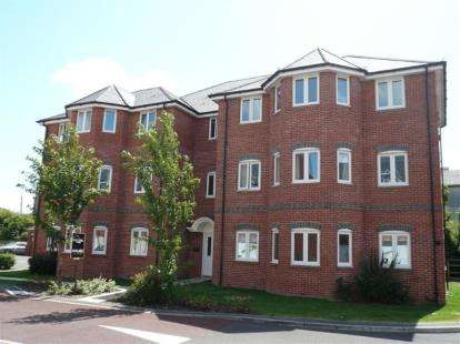 2 Bedrooms Flat for sale in Gillingham, Dorset
